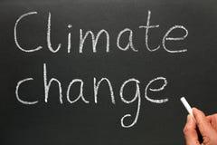 Cambio de clima de la escritura en un bl Imágenes de archivo libres de regalías