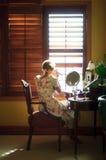 Cambio de imagen de la mañana de la mujer Fotos de archivo