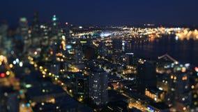 Cambio de la inclinación de la noche del lapso de tiempo del paisaje urbano de Seattle almacen de video