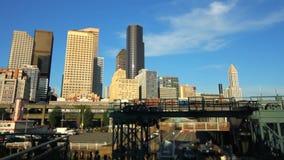 Cambio de la inclinación del paisaje urbano del embarque del transbordador de Seattle metrajes