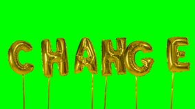 Cambio de la palabra de las letras de oro del globo del helio que flotan en la pantalla verde - almacen de metraje de vídeo
