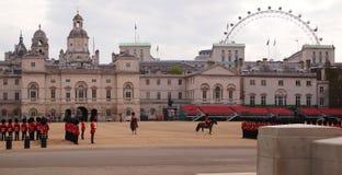 Cambio de los protectores reales en Londres Foto de archivo libre de regalías