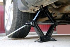 Cambio de un neumático Foto de archivo