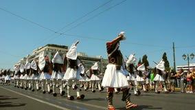Cambio del desfile del guardia en Atenas almacen de video