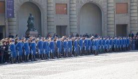 Cambio del guardia cerca del palacio real. Suecia. Estocolmo Imagen de archivo libre de regalías