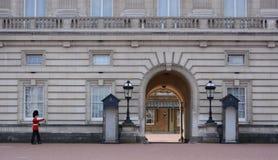 Cambio del guardia en Buckingham Palace Foto de archivo libre de regalías