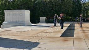 Cambio del guardia en la tumba del soldado desconocido almacen de video