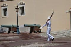 Cambio del guardia real en curso en el castillo real Fotografía de archivo