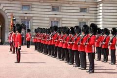 Cambio del protector en Buckingham Palace Foto de archivo