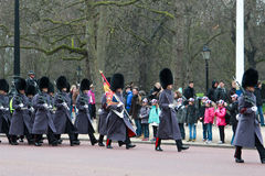 Cambio del protector en Buckingham Palace foto de archivo libre de regalías