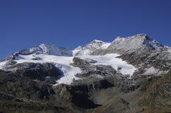 Cambio global del clima: El glaciar de fusión en Bernina pasa en el Swis Imagen de archivo libre de regalías