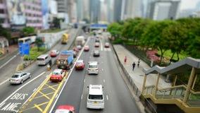 Cambio inclinable - lapso de época del tráfico en Hong Kong Freeway ocupado almacen de metraje de vídeo