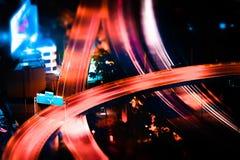 Cambio inclinable Paisaje urbano futurista de la noche Bangkok, Tailandia Imagenes de archivo