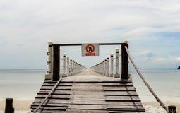 cambodia O cais, entrada é proibido fotos de stock