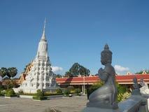 cambodia pagodasilver royaltyfria foton