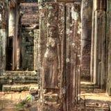 Cambodja buddistisk tempel som snider flickan Royaltyfri Fotografi