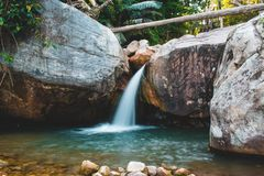 Cambodja Kampot vattenfall South East Asia arkivbilder