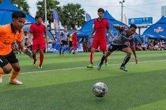 Cambodjaanse spelers in actie, Kampot kambodja stock fotografie