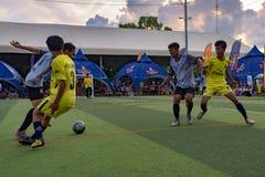 Cambodjaanse spelers in actie, Kampot kambodja stock foto