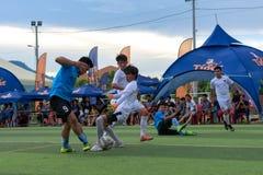 Cambodjaanse spelers in actie, Kampot kambodja Stock Afbeeldingen