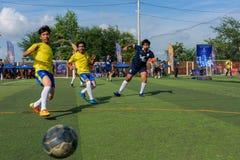 Cambodjaanse voetbalsters in actie, Kampot kambodja Royalty-vrije Stock Afbeelding