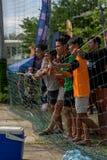 Cambodjaanse voetbalventilators die op de gelijke letten Royalty-vrije Stock Afbeelding