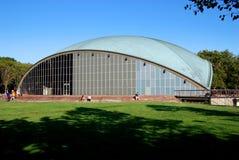 Cambridge, doctorandus in de letteren: Het Auditorium van Kresge bij M.I.T. Royalty-vrije Stock Foto's