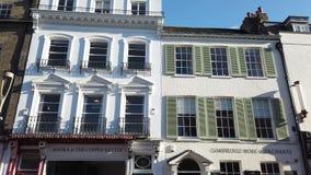 cambridge england Ett traditionellt gammalt hus i det historiska centret arkivfilmer