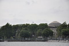 Cambridge, il 30 giugno: MIT dalla città di Cambridge veduta dal fiume Charles nello stato di Massachusettes di U.S.A. Immagine Stock Libera da Diritti
