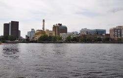 Cambridge, il 30 giugno: Panorama della città di Cambridge dal fiume Charles nello stato di Massachusettes di U.S.A. Fotografie Stock