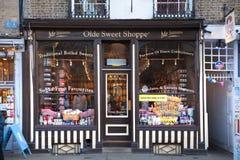 Cambridge konungens passage, den huvudsakliga gatan med collage, shoppar och kaféer Royaltyfri Foto