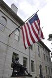 Cambridge mA, el 30 de junio: John Harvard Statue del campus de Harvard en el estado de Cambridge Massachusettes de los E.E.U.U. Foto de archivo libre de regalías