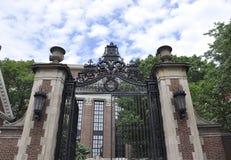 Cambridge mA, il 30 giugno: Portone della città universitaria di Harvard nello stato di Cambridge Massachusettes di U.S.A. Fotografia Stock