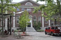 Cambridge MA, am 30. Juni: Gebäude Harvards Lehman Hall von Harvard-Campus in Staat Cambridges Massachusettes von USA Stockfotos