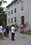 Cambridge miliampère, o 30 de junho: Construção de Salão da Universidade de Harvard no terreno de Harvard do estado de Cambridge  Foto de Stock Royalty Free