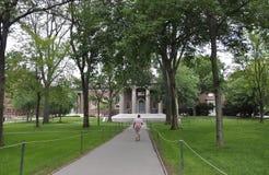 Cambridge miliampère, o 30 de junho: Entrada memorável da igreja do terreno de Harvard no estado de Cambridge Massachusettes de E Imagem de Stock Royalty Free