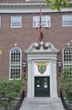 Cambridge MOR, 30th juni: Harvard Lehman Hall ingång från den Harvard universitetsområdet i den Cambridge Massachusettes staten a Royaltyfria Foton