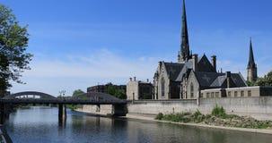 Cambridge Ontario, Kanada vid den storslagna floden 4K lager videofilmer