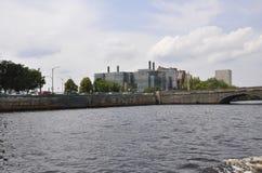 Cambridge, 30th Czerwiec: Cambridge Grodzka panorama od Charles rzeki w Massachusettes stanie usa fotografia royalty free
