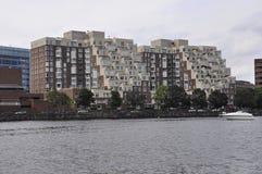 Cambridge, 30th Czerwiec: Cambridge Grodzka panorama od Charles rzeki w Massachusettes stanie usa zdjęcia stock
