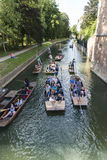 CAMBRIDGE, UK - AUGUST 18: High angle shot of tourist punters in Royalty Free Stock Images