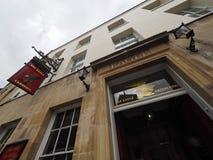 CAMBRIDGE UK - CIRCA OKTOBER 2018: Eagle Pub var DNAupptäckten meddelades i 1953 av forskare av Cavendishen fotografering för bildbyråer