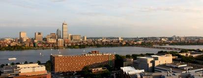 Cambridge und Boston auf dem Charles lizenzfreie stockfotografie
