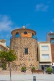 Cambrills, Spanje 06 28 2016 Oude toren in de Spaanse stad op de straat van de waterkant van Cambri Royalty-vrije Stock Foto's