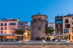 CAMBRILS, ESPANHA - 16 DE SETEMBRO DE 2017: Ria de Cambrils - Torre del Porto do ` de Hist do ` de Museu d Copie o espaço para o  Foto de Stock Royalty Free