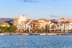 CAMBRILS, ESPANHA - 16 DE SETEMBRO DE 2017: Vista do ria de Cambrils - Torre del Porto do ` de Hist do ` do porto e do museu d Co Fotografia de Stock Royalty Free