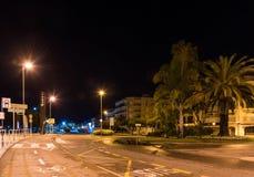 CAMBRILS, SPANIEN - 16. SEPTEMBER 2017: Ansicht der Nachtstraße Kopieren Sie Raum für Text stockbild