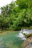 Cambugahay-Fälle, ein abgestufter Wasserfall 3 populär für das Schwimmen auf Siquijor-Insel in Philippinen lizenzfreies stockfoto