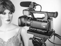 Camcorderfilm het schieten en videoproductie in de reeks van de cinematografiestudio royalty-vrije stock foto