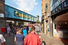 Camden kędziorek podpisuje wewnątrz Camden Targowego teren w Londyn Zdjęcie Stock